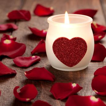 נרות ופרחים אווירה